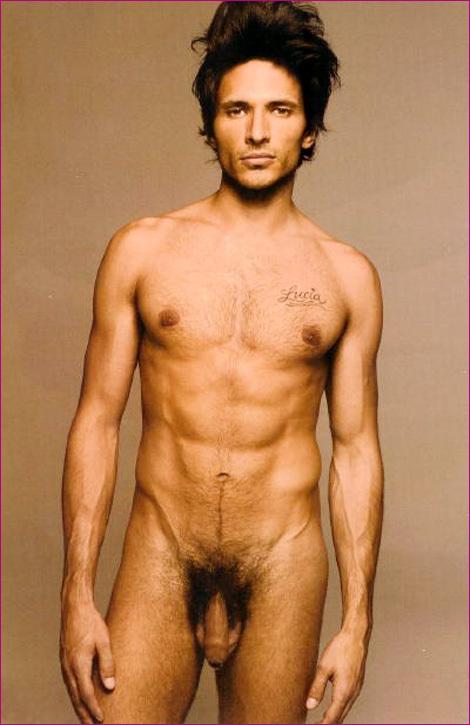 Andres Valensco complètement nu!