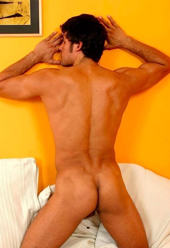 De magnifiques fesses pour cet homme nu