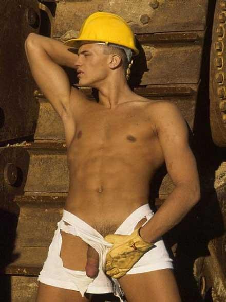 Un homme de chantier quasi nu
