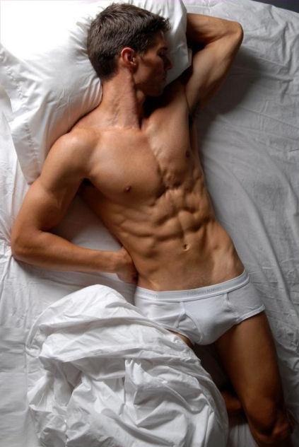 Un homme nu dans un lit : 14 juillet 2010