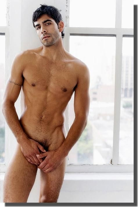 Un homme nu brun ténébreux : 2 octobre 2010