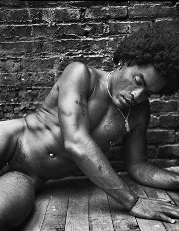 Un homme célèbre nu : Lenny Kravitz