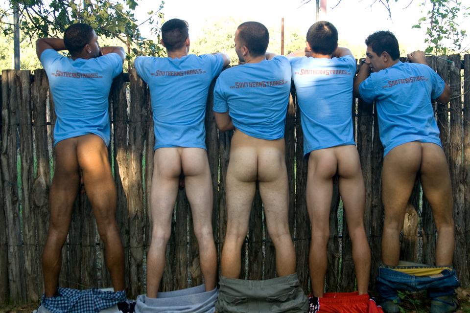 Les hommes fesses nues