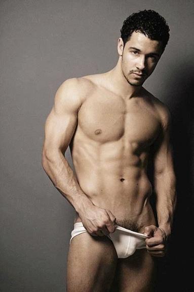 Un bel homme nu latino et musclé : 22 novembre 2010