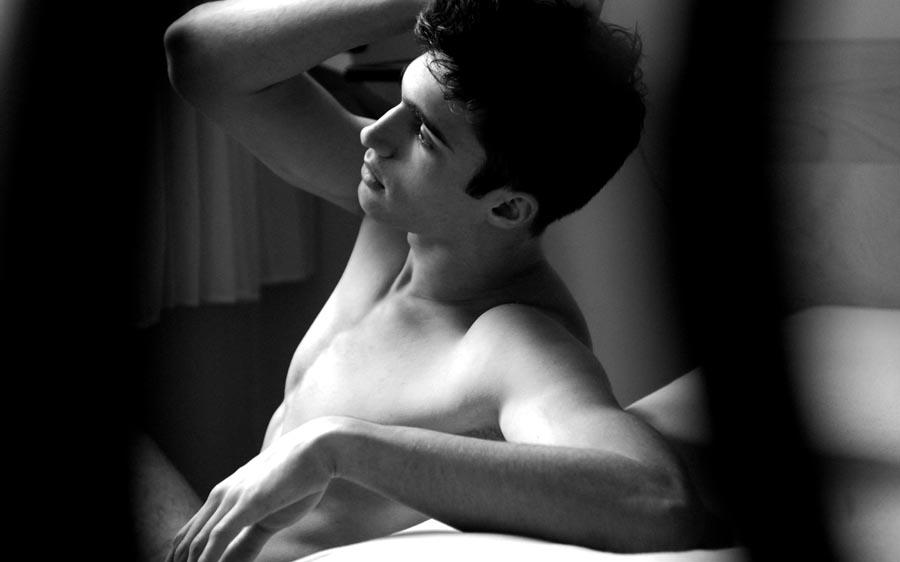 Un homme nu sexy noir et blanc du 29 novembre 2010