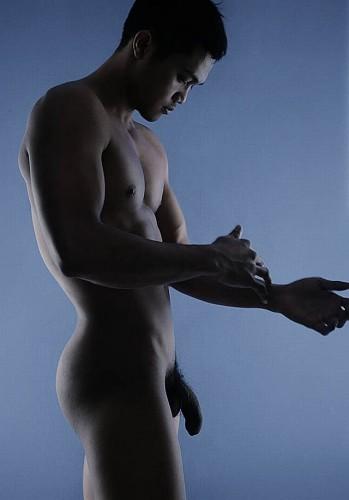 un homme nu asiatique : 21 décembre 2010