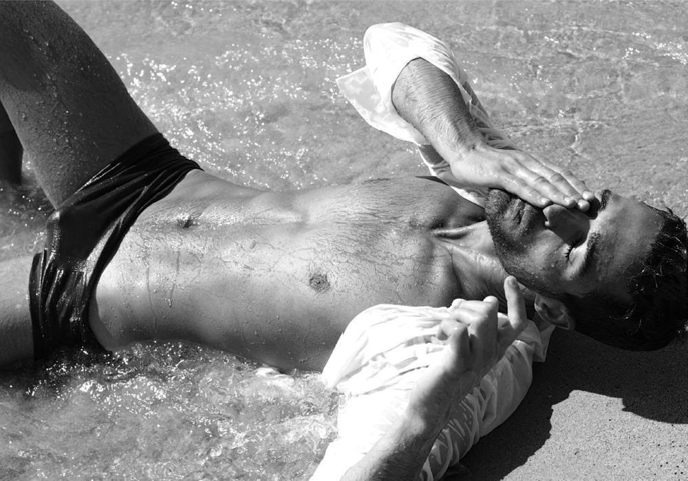 Un homme nu sur la plage : 25 janvier 2011