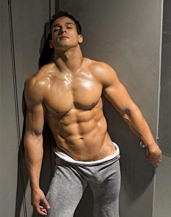 Très bel homme nu ou pas du 28 janvier 2011