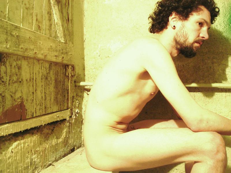 Un homme nu barbu: 19 février 2011