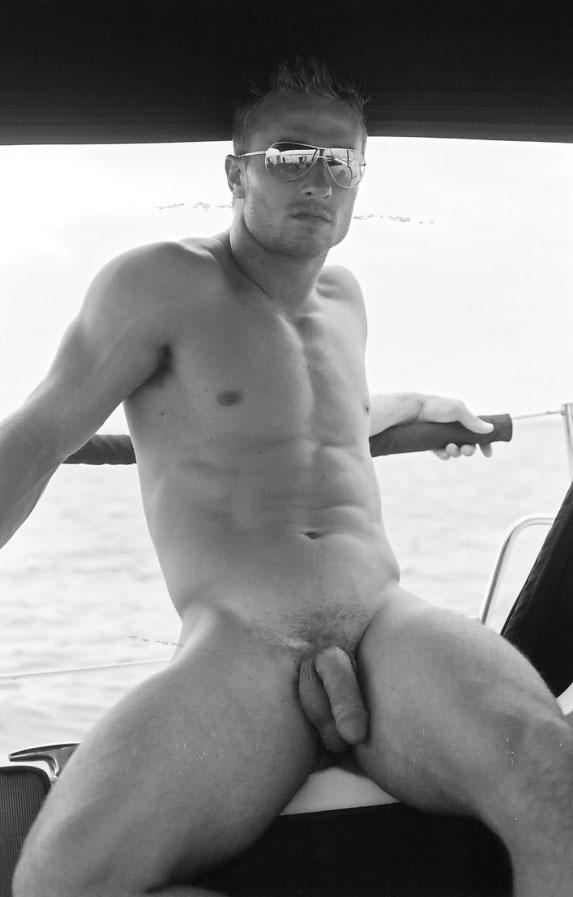 Derrick Davenport en nu intégral ! la photo homme nu du jour parfaite.