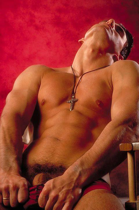 Un homme nu : beaux abdos du 2 mars 2011