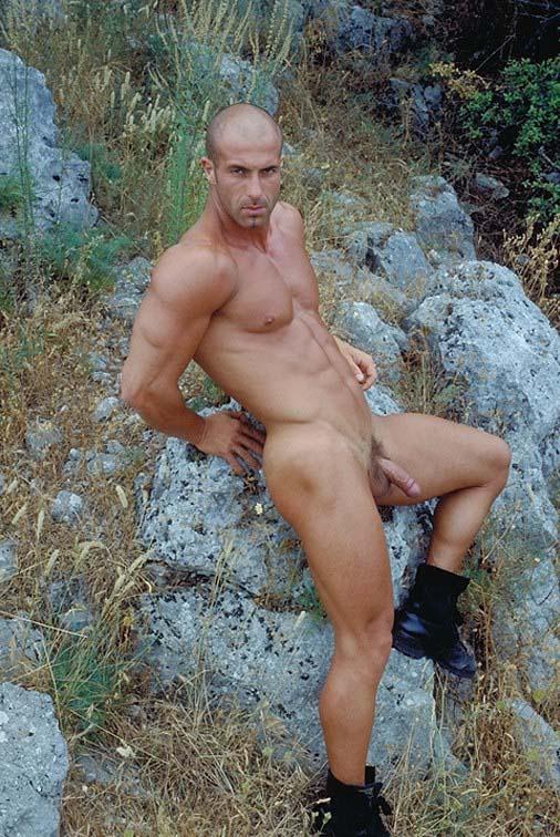 Un homme nu chauve et musclé : 3 mars 2011