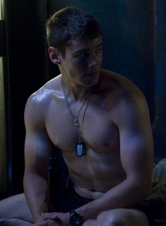 Il interprète le rôle du Lieutenant Matthew Scott dans Stargate Universe! Aujourd'hui, un homme nu est consacré à Brian J Scott presque nu!