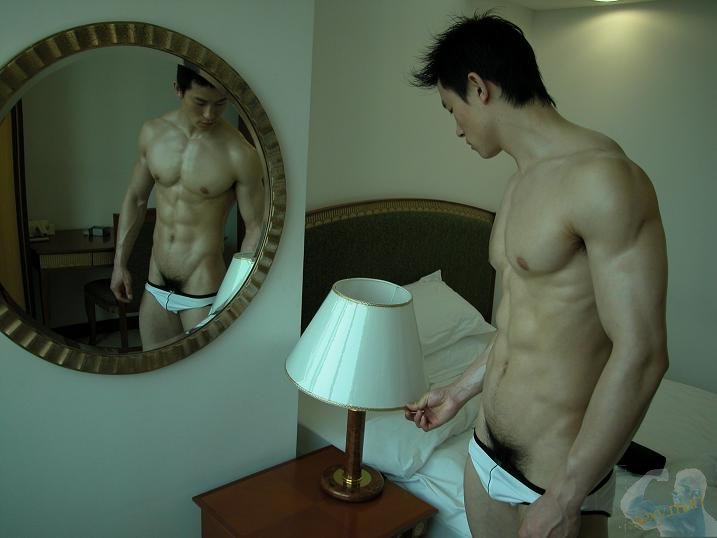 Hommes asiatiques nus gay