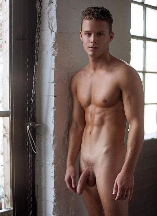 homme gay sous la douche beau minet