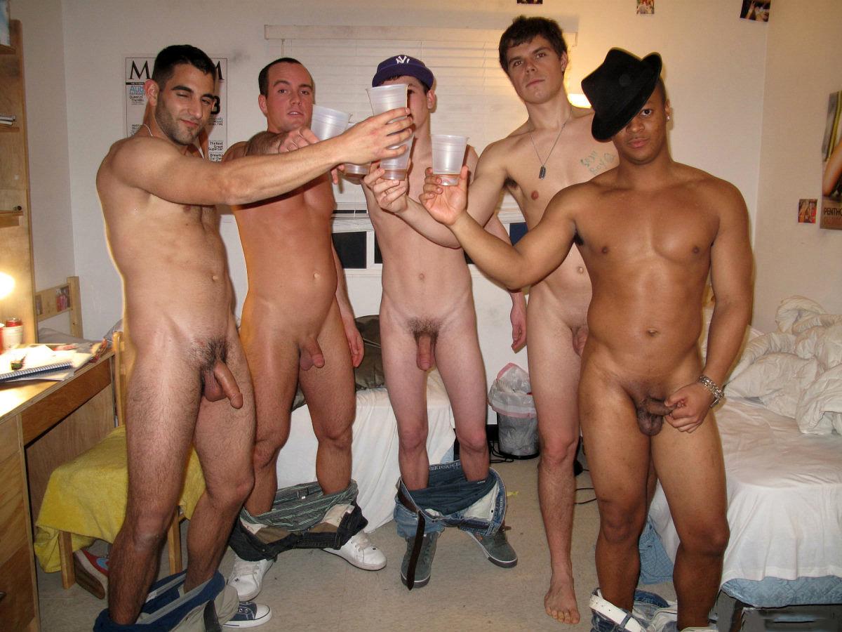 Un homme nu vous propose une nouvelle photo de zobs de mecs. Ils se branlent ensemble sans pudeur pour une branle entre potes.