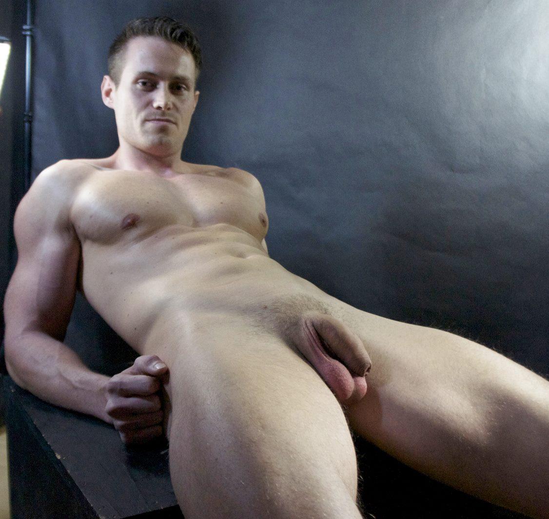 Photo d'un homme nu de 29 ans avec belle teub molle