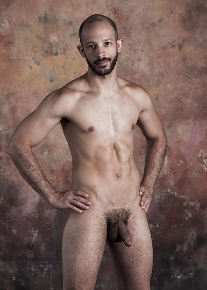 Photo d'un homme nu latino et circoncis de 28 ans