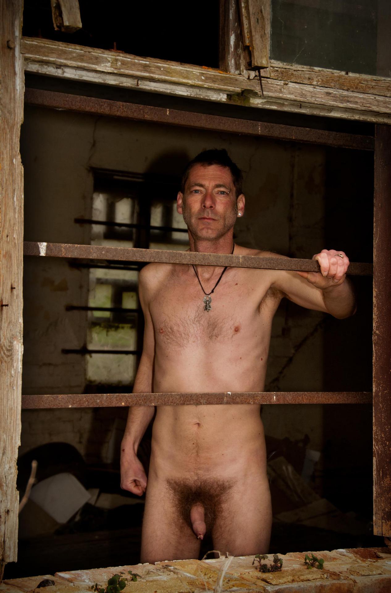 Photo d'un homme nu de 43 ans avec un long prépuce