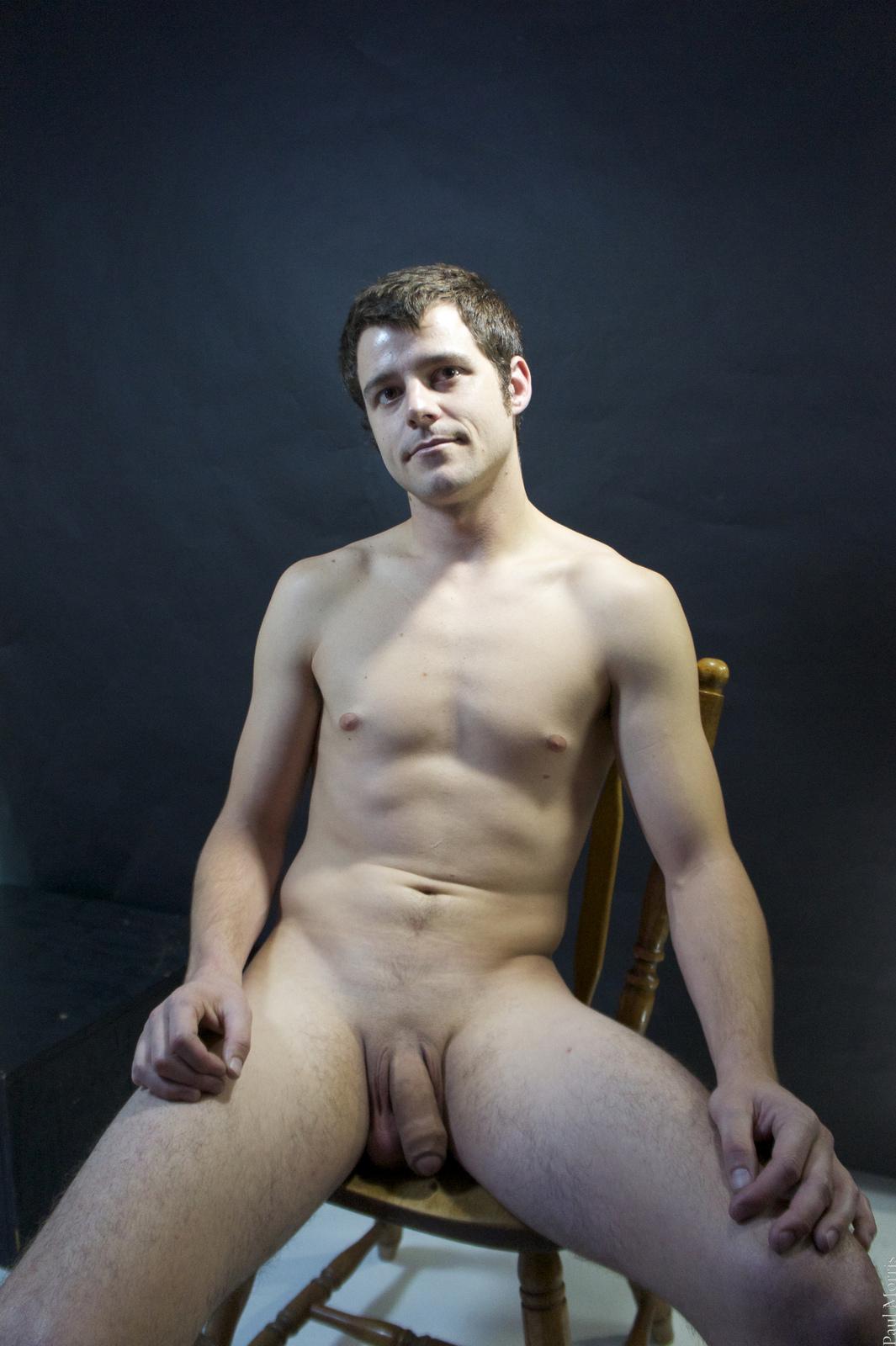 Photo d'un homme nu de 35 ans imberbe