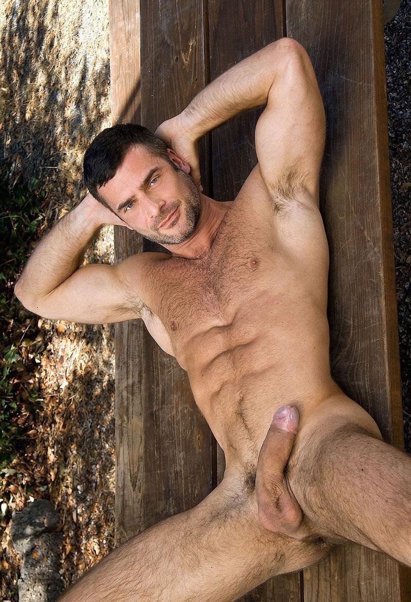 homme gay nu escort beausoleil