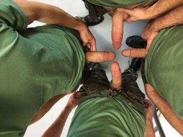 Militaires nus