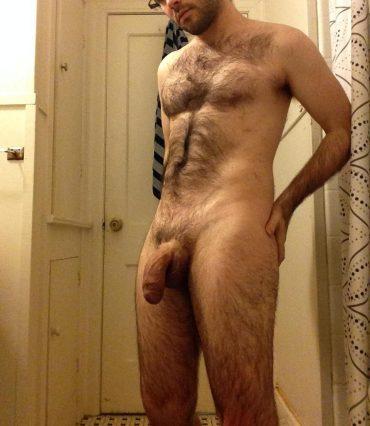 Homme poilu nu dominatrice montpellier