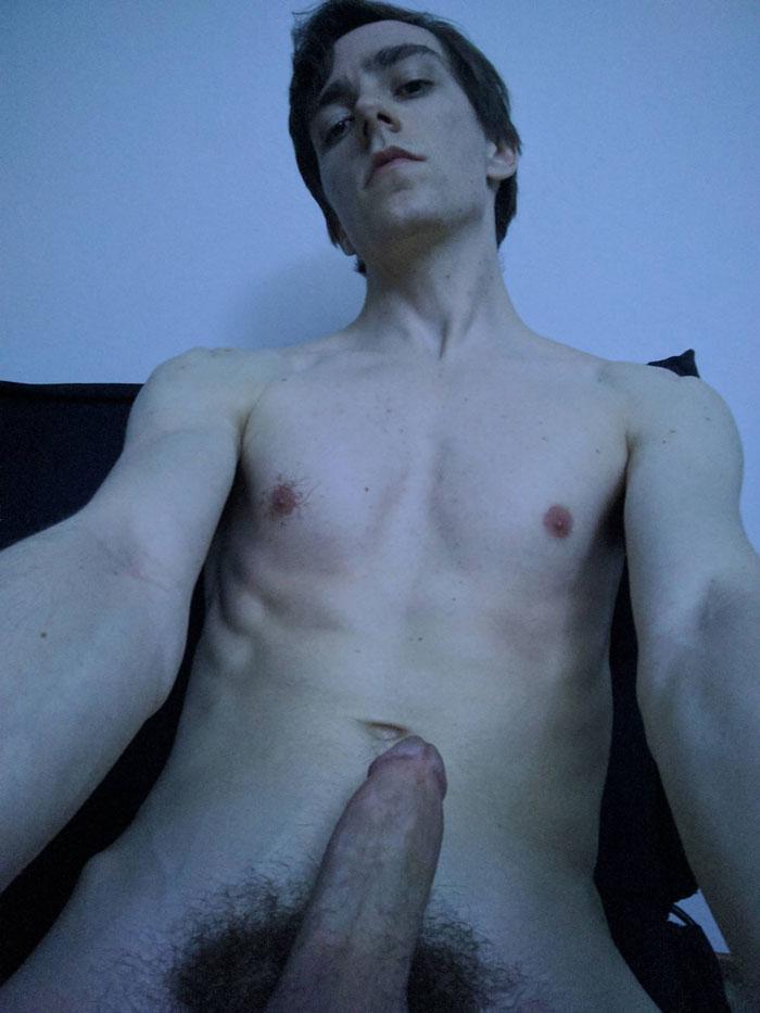 Selife d'une jeune qui se masturbe