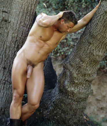 jeune gay de 18 ans bel homme en erection
